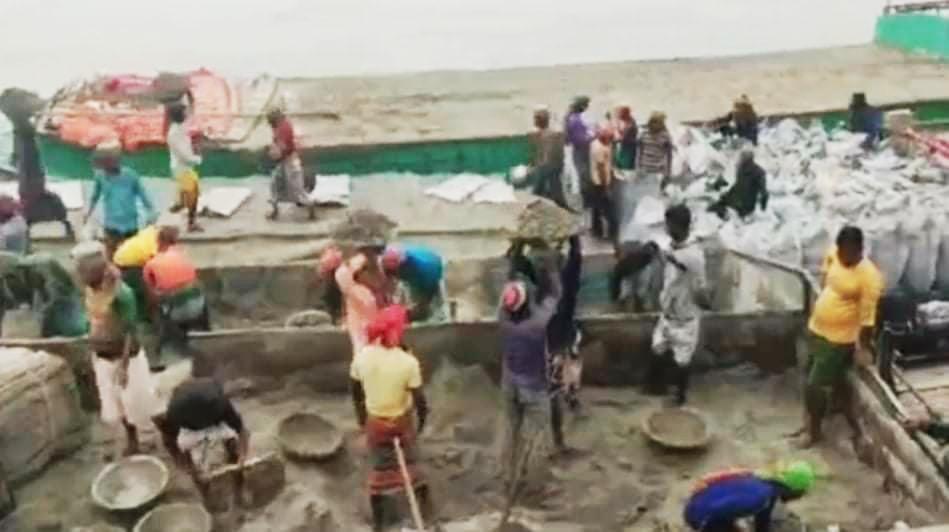 অবহেলায়, অপচয় মিলিয়ন টাকার যমুনা নদীর খনিজ বালি